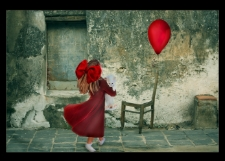Taniec z kotem z balonem w tle